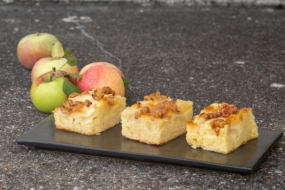 Æble/valnødkage med marcipan