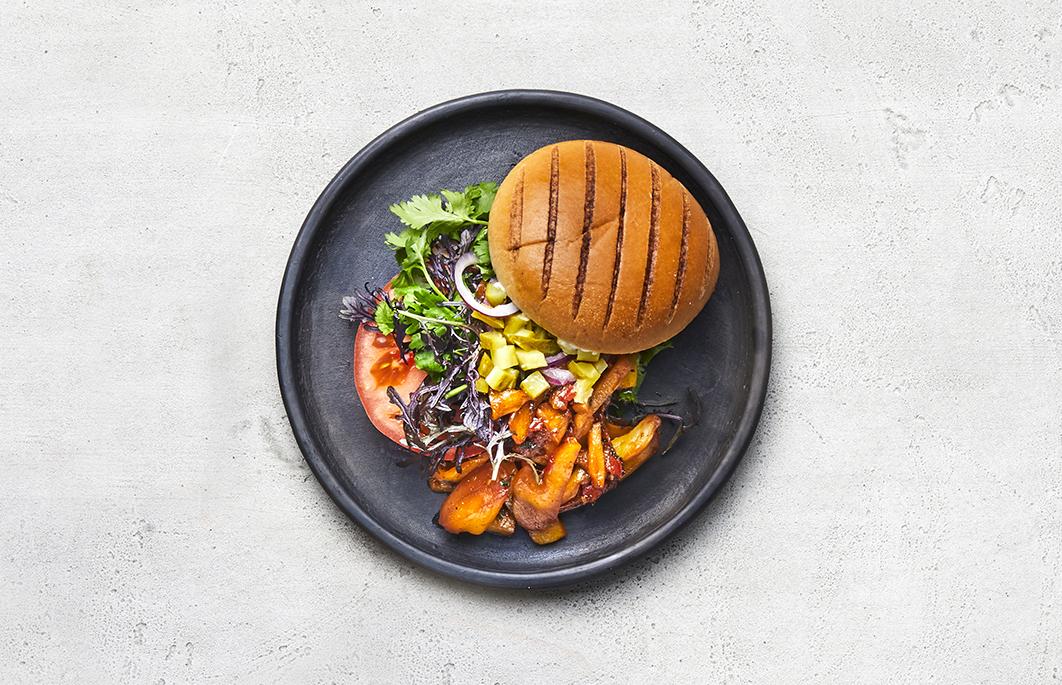 Burgerbolle m. grillmærker, skåret